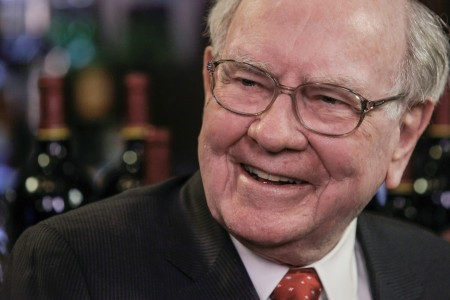Buffett says hedge funds get 'unbelievable' fees for bad results