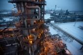 Oil holds biggest gain in six weeks