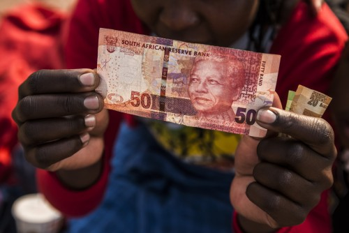 At 13:40 GMT the rand was 1.04% weaker on Thursday. Picture: Bloomberg