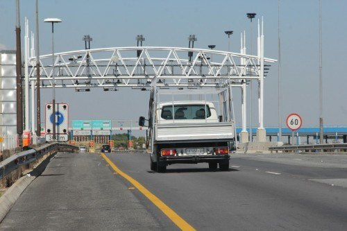 It is estimated that just 30% of Gauteng drivers pay their e-tolls. This is not sustainable. Picture: Moneyweb.