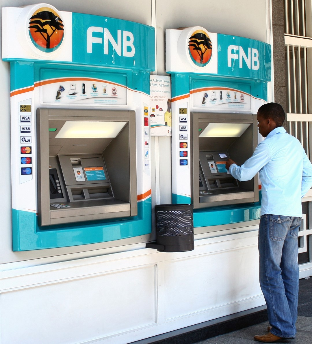 fnb invests r400m into branches moneyweb. Black Bedroom Furniture Sets. Home Design Ideas