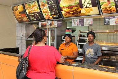The estimated turnover for the franchise market in SA is R587 billion, equivalent to 13.3% of South Africa's GDP. Picture: Moneyweb