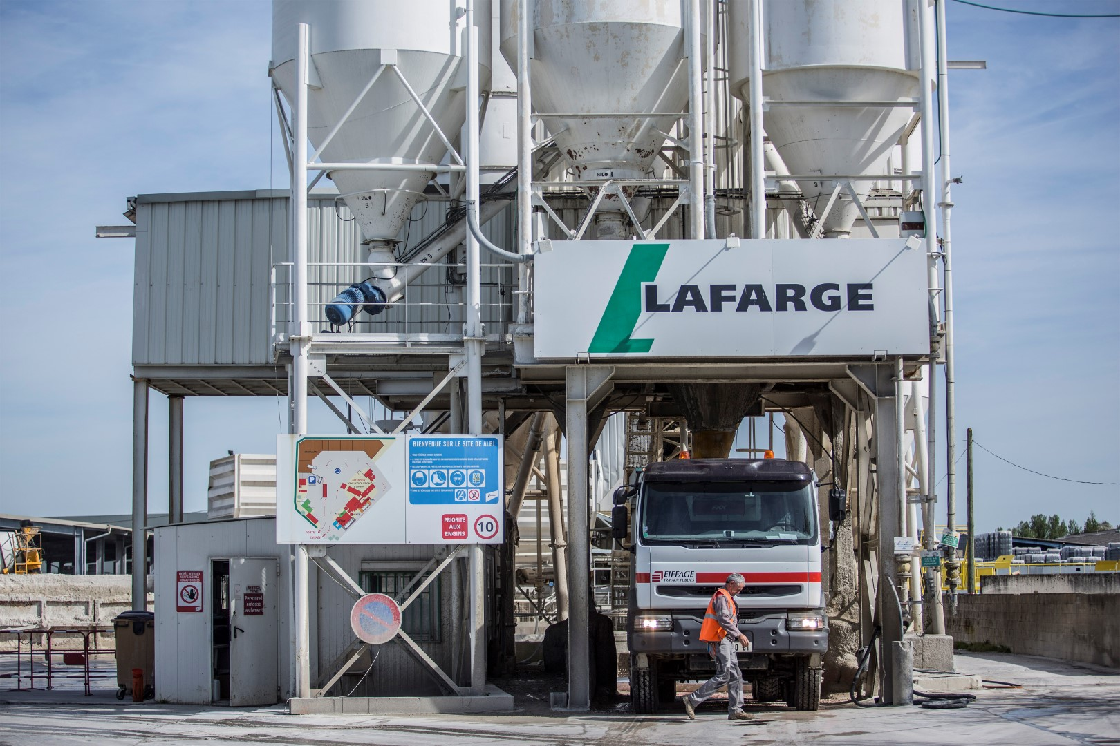 Lafarge Africa rises to 3-week high after it sells unit