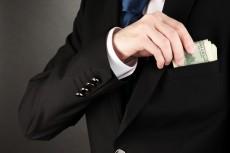 Hoe moet aandeelhouers die salarisse van uitvoerende hoofde takseer?