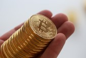 Bitcoin surges past $4 000