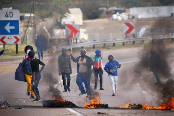 Supporters of former president Jacob Zuma block the freeway with burning tyres during a protest in Peacevale, between Durban and Pietermaritzburg on July 9, 2021. Image: Reuters/Rogan Ward/File Photo