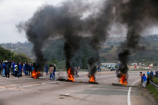Zuma supporters block the freeway with burning tyres during a protest in Peacevale, South Africa, on July 9, 2021. Image: Rogan Ward, Reuters.