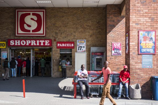 As violence against foreign nationals escalates, Shopritesays several stores in SA, Nigeria and Zambia were closed, following extensive damage over the past 24 hours. Image: Waldo Swiegers, Bloomberg
