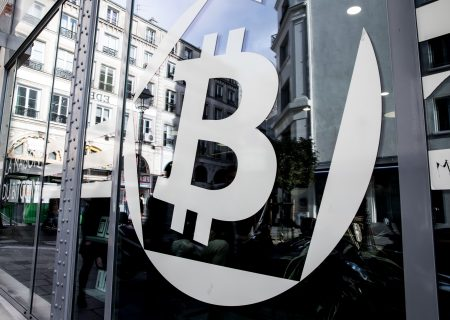 Bitcoin sinks nearer to $3 000 level as December losses mount