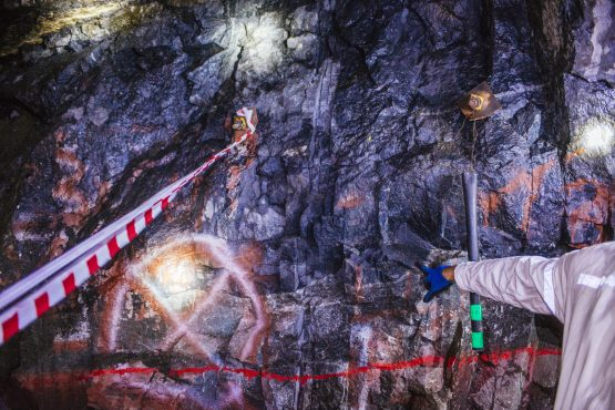 A miner points towards the Upper Group 2 Reef platinum rich rock layer in the Northam Platinum Booysendal platinum mine, located outside Lydenburg in Mpumalanga. Image: Waldo Swiegers/Bloomberg