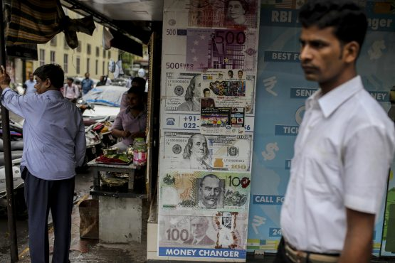 India's rupee falls in Asia after Moody's cuts rating outlook to negative but analysts say it is no reason to exit the nation's assets. Image:  Dhiraj Singh, Bloomberg