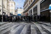 Striking unions battle Macron in pensions showdown