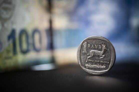 US-China tensions and upcoming MPC meeting weigh on the rand. Image: Waldo Swiegers, Bloomberg