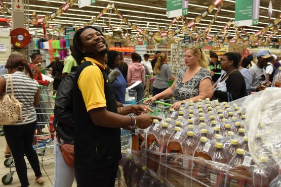 Customers at Checkers Hyper in Meadowdale, Edenvale, take advantage of Black Friday savings in November 2017. Picture: The Citizen