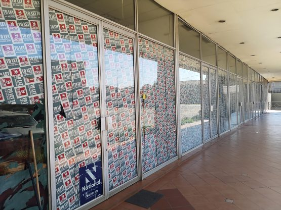 'To let' at Carnival Centre in Brakpan: a quick count by a Moneyweb staffer who visited the site shows that the mall has 17 stores but only seven tenants – 10 spaces are vacant with no indication of when they will be let. Picture: Moneyweb