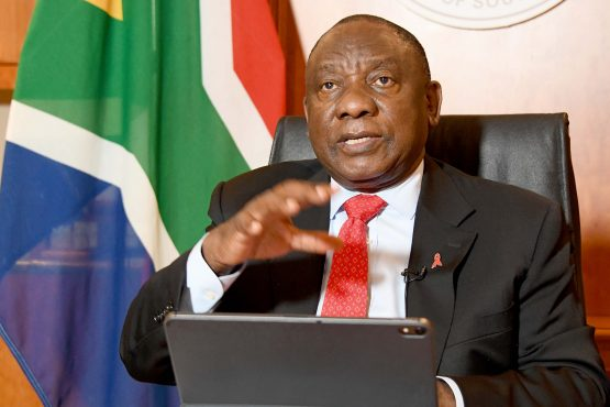 'No point wearing a mask on your chin' – President Cyril Ramaphosa. Image: GCIS