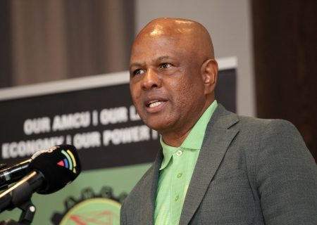 Platinum mining firms, Amcu seal wage deal