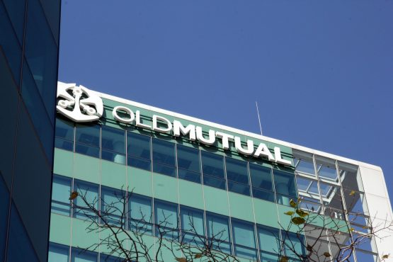 Old Mutual Chairman Trevor Manuel has been locked in a dispute with ousted CEO Peter Moyo over his reinstatement, which the PIC is calling an end to. Image: Moneyweb
