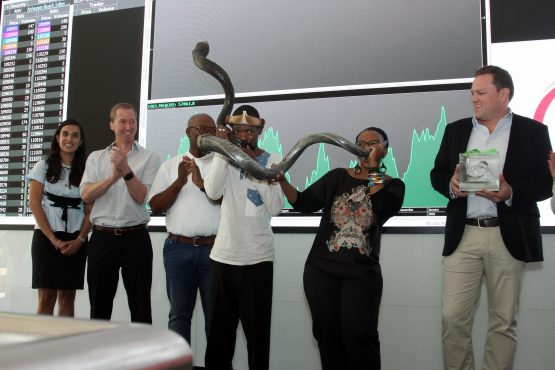 Zoleka Lisa, SAB Vice President of Corporate Affairs South Africa, blows the horn at the JSE. Image: Moneyweb