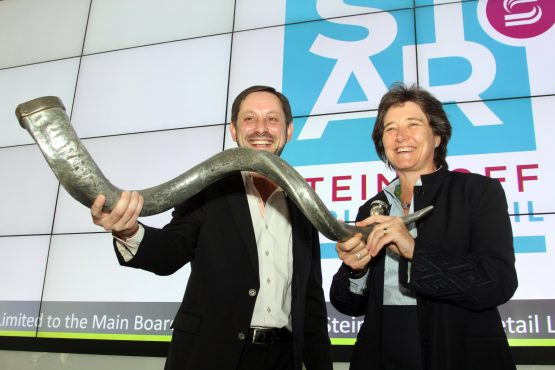 Former Steinhoff Africa Retail (Star) CEO Ben la Grange and CEO of the JSE Nicky Newton-King at the listing of Star in 2017. Picture: Moneyweb
