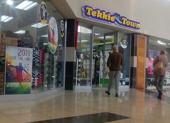 Bernard Mostert and Braam van Huyssteen sold their 59% stake in Tekkie Town to Steinhoff in 2016 for shares valued – at the time – at R3.3bn. Image: Moneyweb