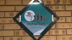 VBS-bank-belangegroepe se self-ondersoeke en regstellende stappe