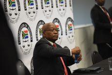 Markoorsig: Strafregtelike klag word teen Zuma ingedien, Moody's & Fitch se afgradering en Comair kan weer begin sake doen