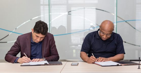 Vodacom CEO Shameel Joosub and Telkom CEO Sipho Maseko signing the roaming agreement. Picture: Supplied