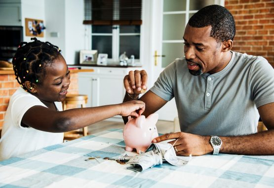 Setting an example and teaching your children how to handle their own money can go a long way. Image: Shutterstock
