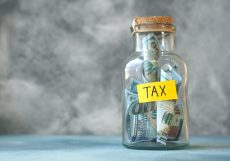 Is there a tax benefit to purchasing an RA with my retirement lump sum?