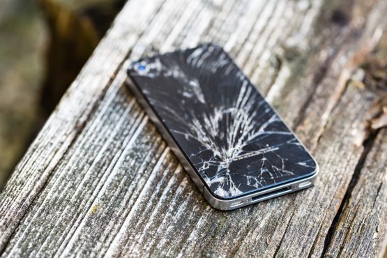 According to Discovery Insure, a typical monthly insurance premium for a top of the range new mobile phone selling for between R15 000 and R20 000 can be about R300. Picture: Shutterstock