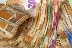 Swak kleinhandel verkope gee banke op beurs pakslae
