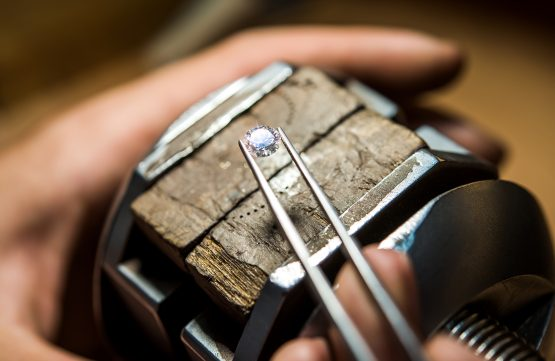 The state diamond miner also has unresolved conflict with diamond divers and artisanal miners. Image: Shutterstock