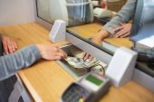 FNB en Absa gee kliënte en ondernemings betaalvakansies