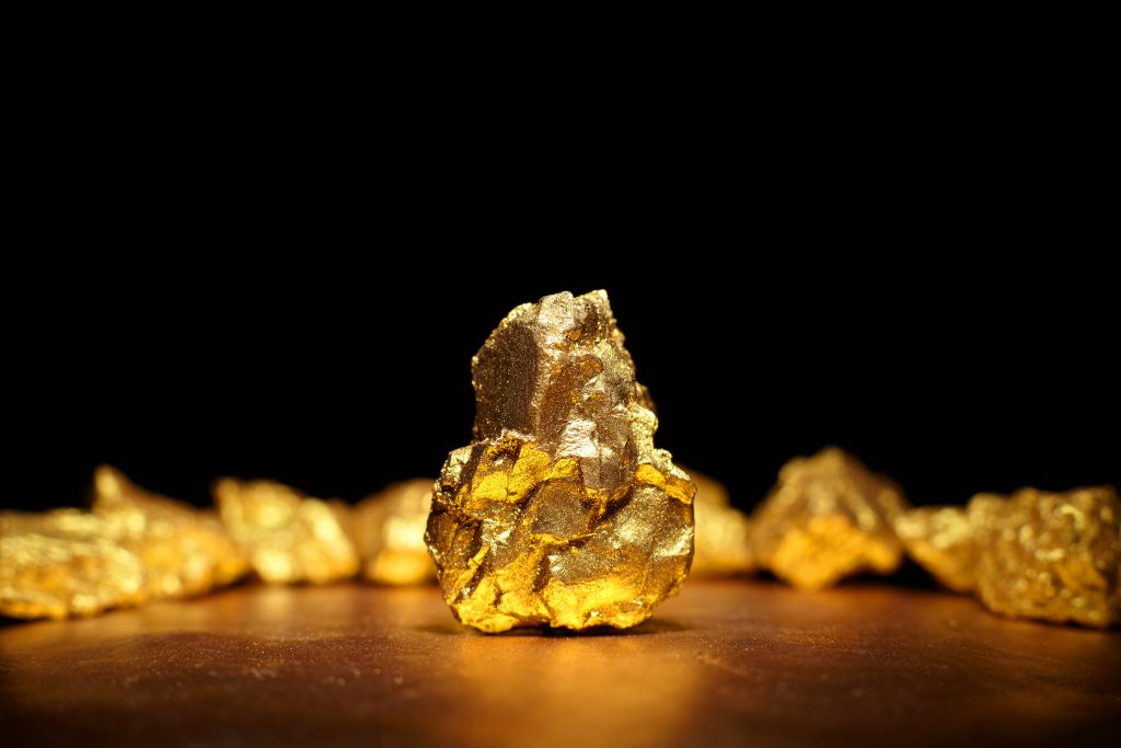 Gold tops $1 600 as virus fuels growth fears