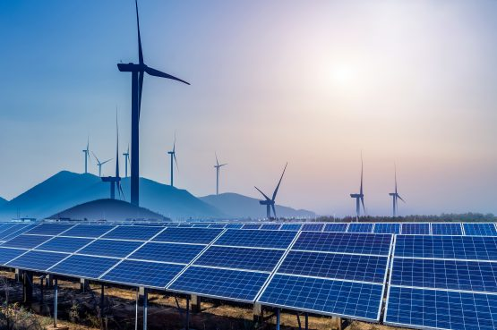 Storage technologies allow renewable power plants to continue feeding into the grid for up to six hours after the sun stops shining or the wind stops blowing. Image: Shutterstock