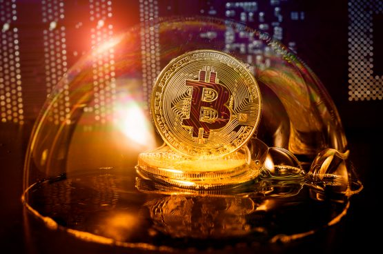 Top global banking official warns of virtual currency risks