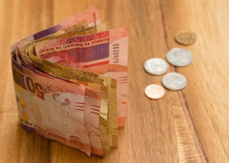 Rand steadies ahead of rates decision, stocks tumble