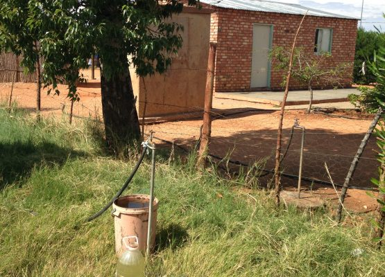 Bokpoort CSP installed a water reticulation plant in the Topline village near Groblershoop and connected 77 houses to running water at a cost of R700 000. This provides running water to residents from taps on each plot, saving residents from having to walk long distances to collect water.