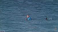 Surfer escapes shark attack in J-Bay final (Video)