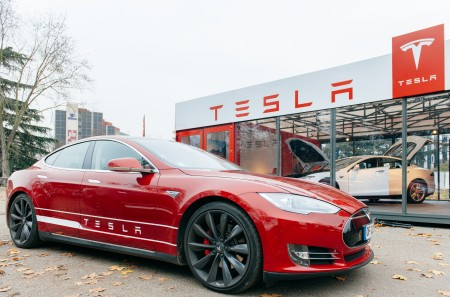 Tesla's burning through nearly half a million dollars every hour