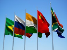 Rate-cutting race among BRICS outliers pits Russia versus Brazil