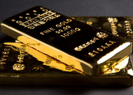 Weaker dollar keeps gold on course for third weekly gain