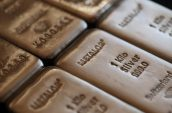Hedge funds keep betting on silver even as rally starts to fade