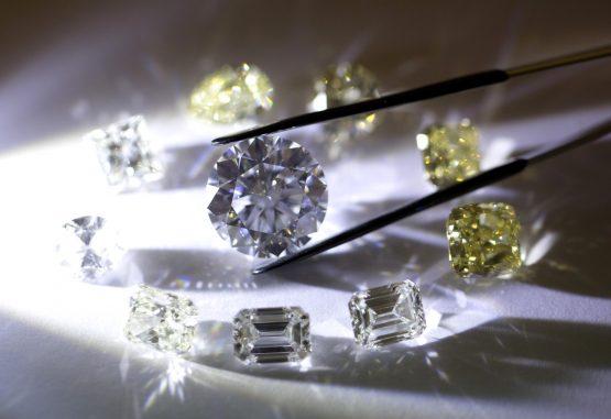 De Beers puts oldest diamond mine up for sale - Moneyweb