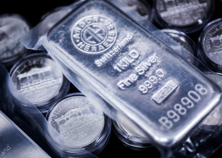 Silver extreme pits big investors versus small as ETFs surge