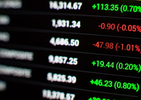 How should investors evaluate SA's S&P 500 ETFs?