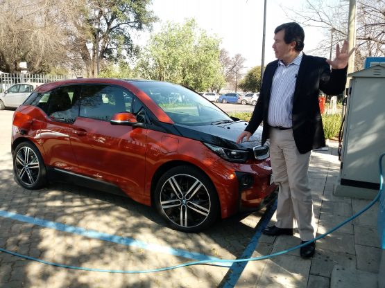 BMWi product manager Alan Boyd demonstrates how the BMWi3 electric vehicle is charged. Picture: Moneyweb
