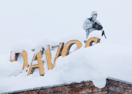 Bank CEOs at Davos warn against repeating the mistakes of 2006