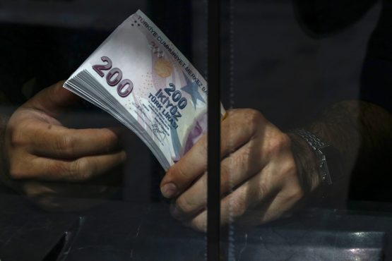The Turkish lira strengthens on Turkey's decision to on pause its offensive in Syria for five days. Image: Kostas Tsironis, Bloomberg